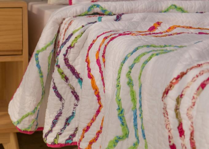 Country Style Wave Embroidered King Size Patchwork Quilts 3pcs 100% Cotton