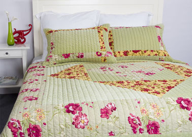 China Embroidered Velvet Quilted Bedspread , Straight Lines 3pcs Cotton Quilts And Coverlets supplier