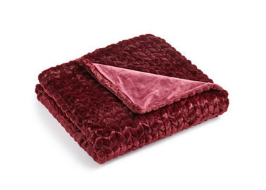 China Wave Quilted Decorative Couch Throw Blanket Velvet Material Customized Size supplier