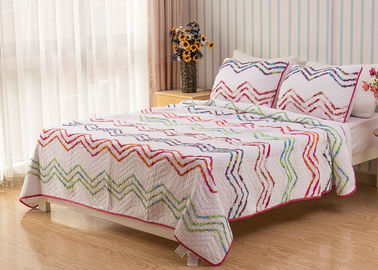 China Country Style Wave Embroidered King Size Patchwork Quilts 3pcs 100% Cotton supplier