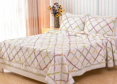 China Geometric Full Size Quilt 3pcs Country Style Handmade Patchwork Quilt Bedding Sets factory